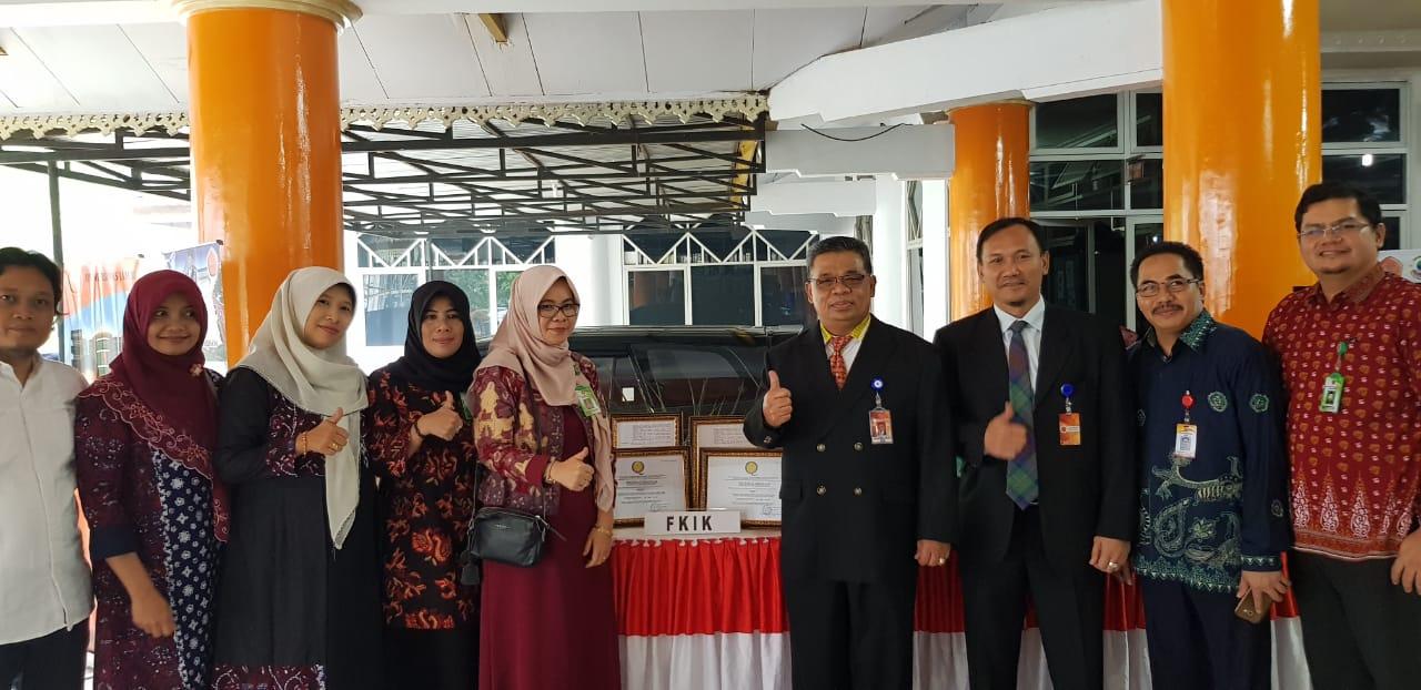 Dekan,Wakil Dekan dan Sivitas Akademika bersama Rektor Universitas Jambi